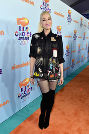 Gwen Stefani looked funky in an embellished button-down by Libertine at the 2017 Kids' Choice Awards.