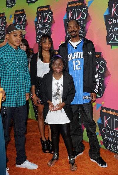 The family man sported clean and classic sneakers with baggy jeans and a sports jersey.