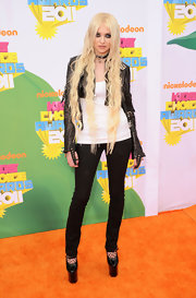 Taylor Momsen towered at the Kids' Choice Awards in black patent heels with massive platforms.