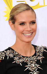 Heidi Klum wore a sleek bun to the Kids' Choice Awards. Her slick 'do was a great way to let her embellished neckline take center stage.