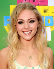 'Soul Surfer' star AnnaSophia Robb attended Nickelodeon's 24th Annual Kid's Choice Awards wearing 18-karat rose gold panther stud earrings.
