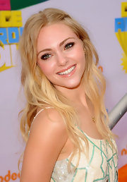 Annasophia styled her hair in long tousled curls at the 2011 Kids' Choice Awards. She pinned one side of her bangs back with a bobby pin.