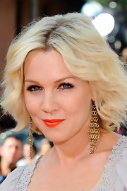Jennie Garth attended the 2012 Kids' Choice Awards wearing a bright juicy orange lipstick.