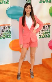 Victoria Justice looked mature in this peach short suit at the Kids' Choice Awards.