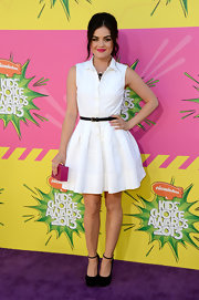 Lucy Hale chose a basic, retro-style shirtdress with a black skinny belt to wear to the 2013 KCAs.