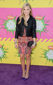 Olivia Holt chose a bright, tribal print dress for her look at the Kids' Choice Awards.