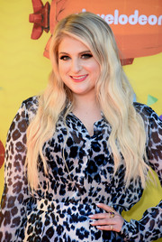 Meghan Trainor sported beachy blonde waves at the Kids' Choice Awards.