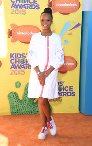 Quvenzhane Wallis attended the Kids' Choice Awards looking cute in a white Armani Junior duster coat with flower-embellished sleeves.