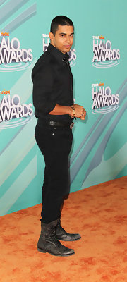Wilmer Valderrama attended the Nickelodeon TeenNick HALO Awards wearing a pair of rusty lace up boots.