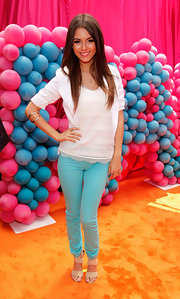 "Victoria was playful in a pair of ""811"" mid-rise skinny jeans in Bright Turquoise while hosting the premiere of Nickelodeon's iParty with Victorious."