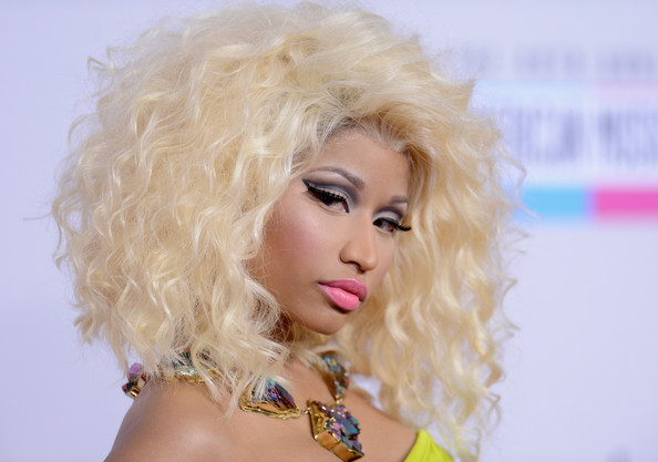 Nicki Minaj Medium Curls