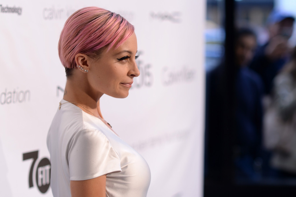 More Pics Of Nicole Richie Side Parted Straight Cut 10 Of 30 Short Hairstyles Lookbook Stylebistro