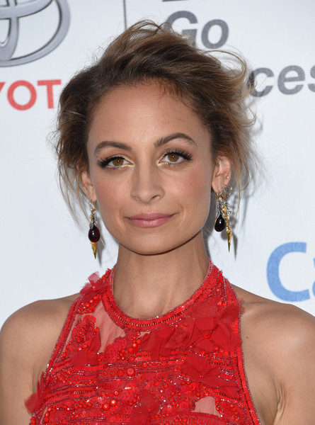 Nicole Richie Messy Updo [hair,hairstyle,shoulder,eyebrow,beauty,chin,lip,blond,joint,eyelash,arrivals,nicole richie,chris delmas,ema awards,awards,studio lot,burbank,ema,warner bros,afp]