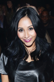 Nicole Polizzi looked fab with her feathery waves at the Nike Levi's Kids fashion show.