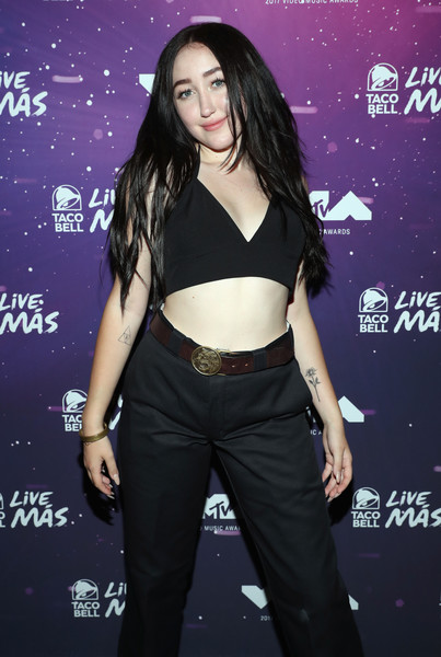 Noah Cyrus Leather Belt [best new artist,clothing,premiere,performance,abdomen,black hair,trunk,waist,long hair,noah cyrus,taco bell,avalon,california,hollywood,mtv,vma weekend]