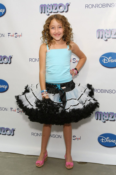 Noah Cyrus Camisole [image,clothing,dress,carpet,footwear,red carpet,cocktail dress,premiere,electric blue,flooring,smile,noah cyrus,myzos,muppet,electric blue m,television,1080p,myzos presents official launch,disney,official launch of new disney,image,1080p,electric blue m,high-definition television,teletubbies say eh-oh,black,negro,shoe]