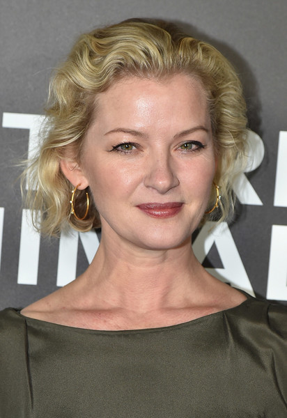More Pics of Gretchen Mol Short Wavy Cut (1 of 2) - Gretchen Mol Lookbook - StyleBistro [hair,face,blond,hairstyle,eyebrow,chin,lip,beauty,forehead,layered hair,gretchen mol,nocturnal animals,new york,the paris theatre,premiere,premiere]