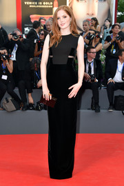 Ellie Bamber complemented her gown with a brown box clutch, also by Tom Ford.