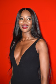 Naomi Campbell attended the Venice Film Festival premiere of 'Nocturnal Animals' wearing her super-long tresses down with a center part.