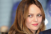 Vanessa Paradis wore pretty watermelon pink lipstick at the Christmas Illuminations launch in Paris