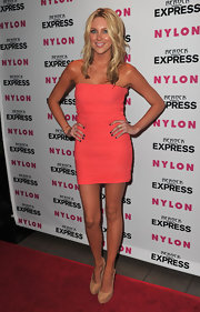 Stephanie showed off her slim physic in a coral colored strapless dress and cork heels.
