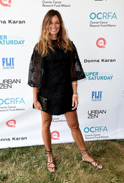 Kelly Bensimon complemented her LBD with strappy black sandals.