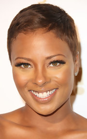 Eva Pigford dazzled the crowd of OK! Magazine's Pre-Grammy event in daring false eyelashes.