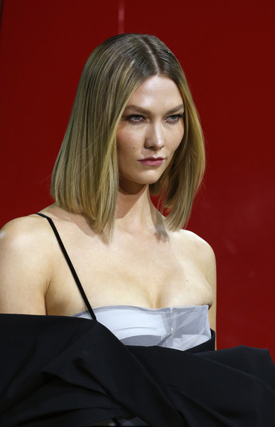 Karlie Kloss sported a sleek mid-length bob at the Off-White runway show.
