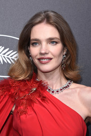 Natalia Vodianova wore her hair in bouncy waves at the Trophee Chopard dinner.