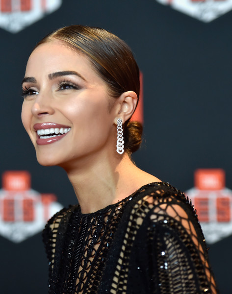 Olivia Culpo Dangling Diamond Earrings [hair,hairstyle,eyebrow,ear,lip,beauty,chin,eyelash,nose,forehead,quincy jones,jbl fest 2018,an intimate musical experience with quincy,achievements,attendance,lifetime,las vegas,quincy,jbl,event]