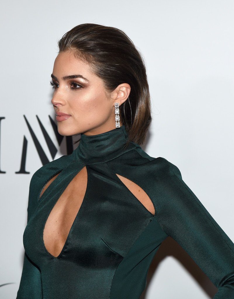 Olivia Culpo Dangling Diamond Earrings Newest Looks