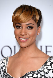 Cush Jumbo jumped in on the emo bangs trend when she attended the 2017 Olivier Awards.