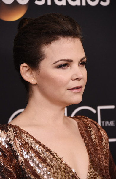 Ginnifer Goodwin swept her hair back into a classic bun for the 'Once Upon a Time' series finale screening.
