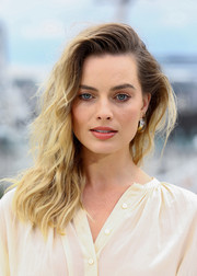 Margot Robbie sported messy-glam waves at the 'Once Upon a Time in Hollywood' photocall in London.
