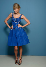 Taylor was a total darling in this crisp taffeta dress for her Toronto Film Festival portraits.