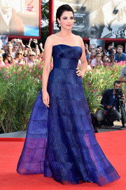 Luisa Ranieri looked simply flawless in an indigo strapless gown by Armani Prive during the Venice Film Festival opening ceremony.