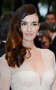 Paz's nude lips gave her a soft angelic touch on the red carpet.