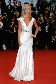 Lady Victoria Hervey chose a long flowing white gown with an embellished belt, sleeves, and standing collar.