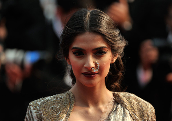More Pics of Sonam Kapoor Evening Dress (1 of 5) - Evening Dress Lookbook - StyleBistro