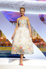 Nicole's floral embroidered number gave the actress a lovely and bright look at Cannes Film Festival.