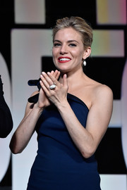 Sienna Miller attended the Cannes Film Fest opening ceremony wearing a huge diamond cluster ring.