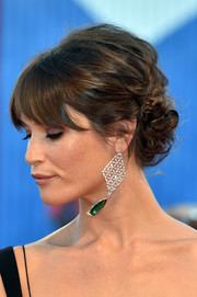 Gemma Arterton complemented her hairstyle with a stunning pair of lattice chandelier earrings.