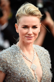 Naomi Watts complemented her intricately embellished dress with an oversized pendant necklace.