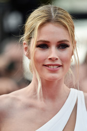 Doutzen Kroes attended the Cannes Film Festival opening ceremony rocking a messy center-parted updo.