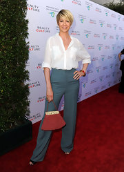 Jenna Elfman carried a dusty red crocheted purse with ivory detail while visiting the Annenberg Space for Photography.