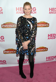 Elizabeth Banks teamed her cute frock with black knee-high boots.