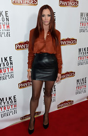 Jessica Sutta finished her look at the movie opening with a pair of suede pumps.