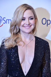 Kate Hudson complemented her plunging dress with an elegant lariat necklace by Graziela Gems at the 2016 Operation Smile Gala.