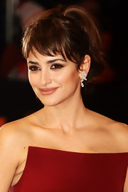 Penelope Cruz attended the 2012 Orange British Academy Film Awards wearing dramatic smokey eye makeup.