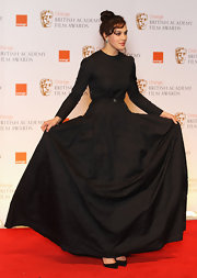 "Jessica accessorized her black gown with classic black ""Pigalle"" stilettos."
